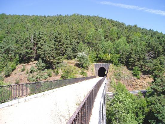 Viaduc et tunnel