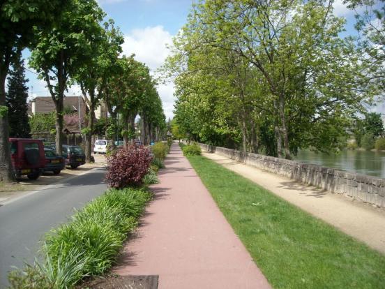 Chemin de Bord de Marne