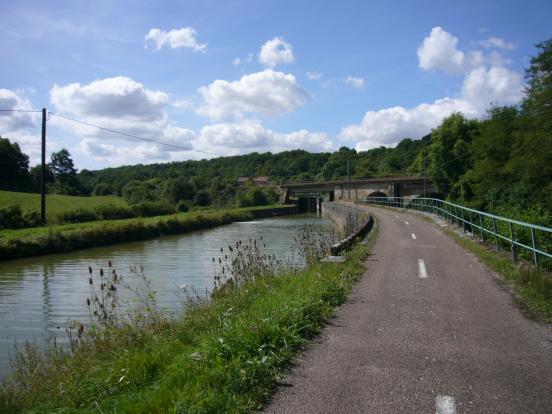 Canal avec pont