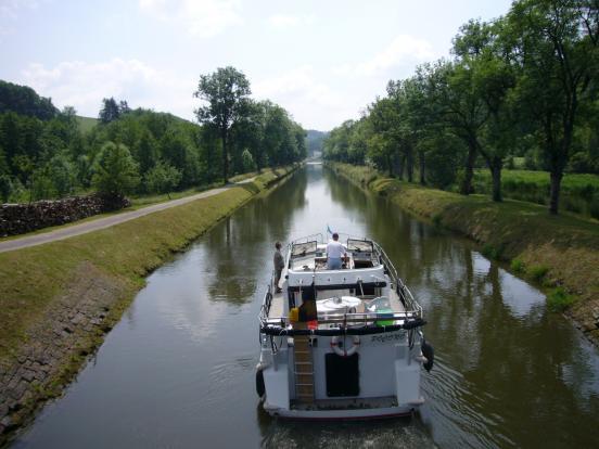 Canal avec bateau