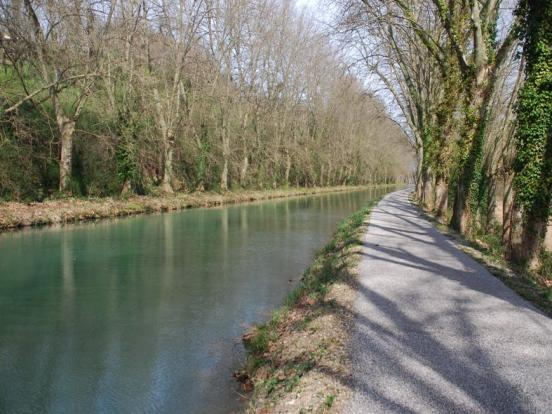 Canal, piste tranquille