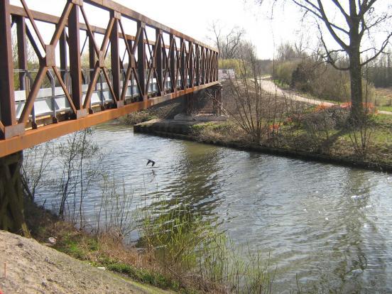 Passerelle du pont rouge