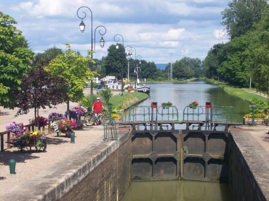 Cercy la Tour