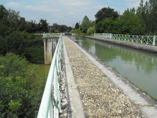 Pont canal à Buzet