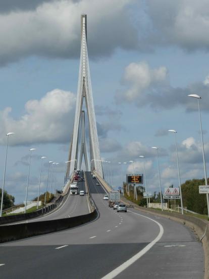 Pont autoroutier cyclable