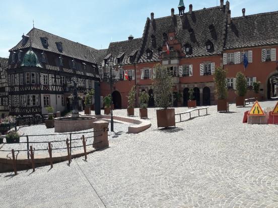 Place de la mairie à Barr