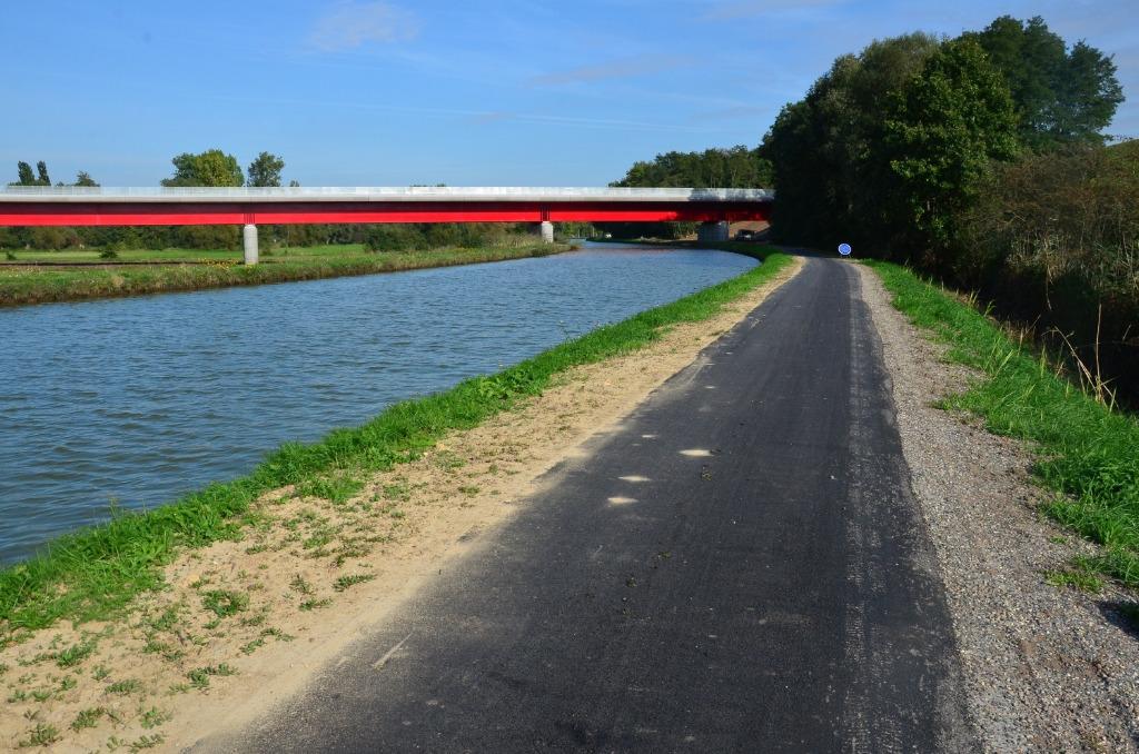 L'EV5 croise la ligne du TGV