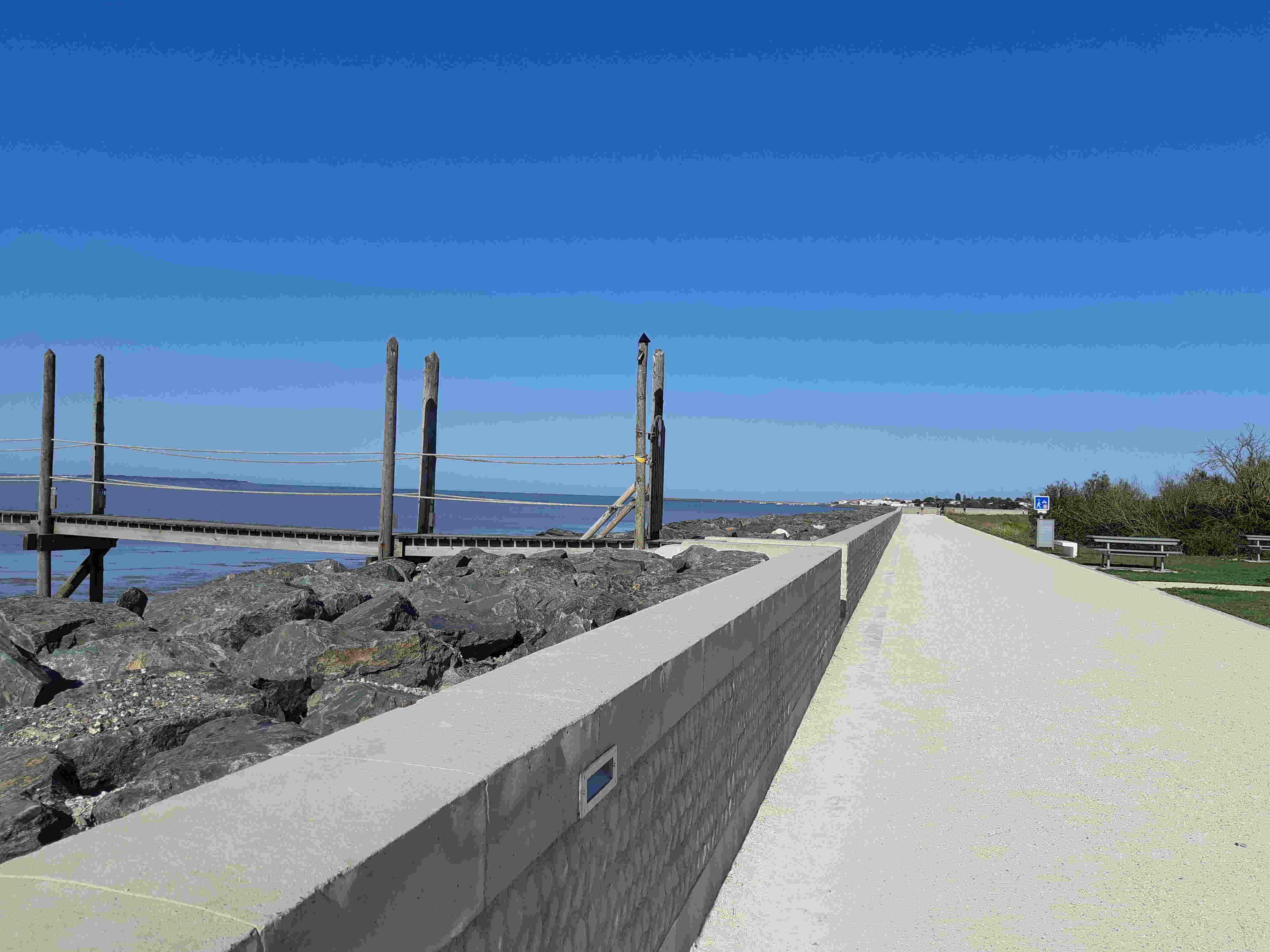 Promenade front de mer à Yves