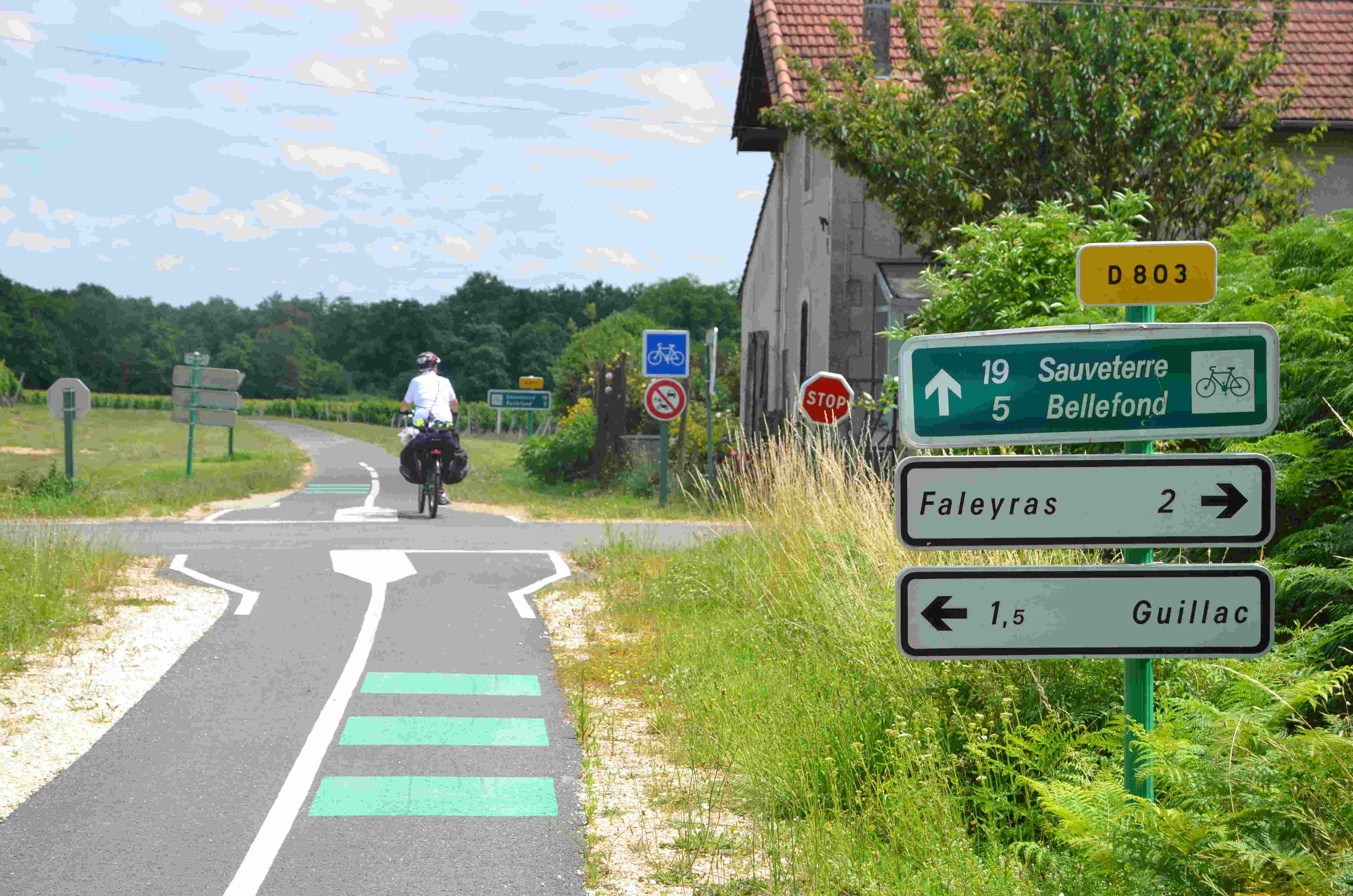 La voie Roger Lapébie près de Daignac