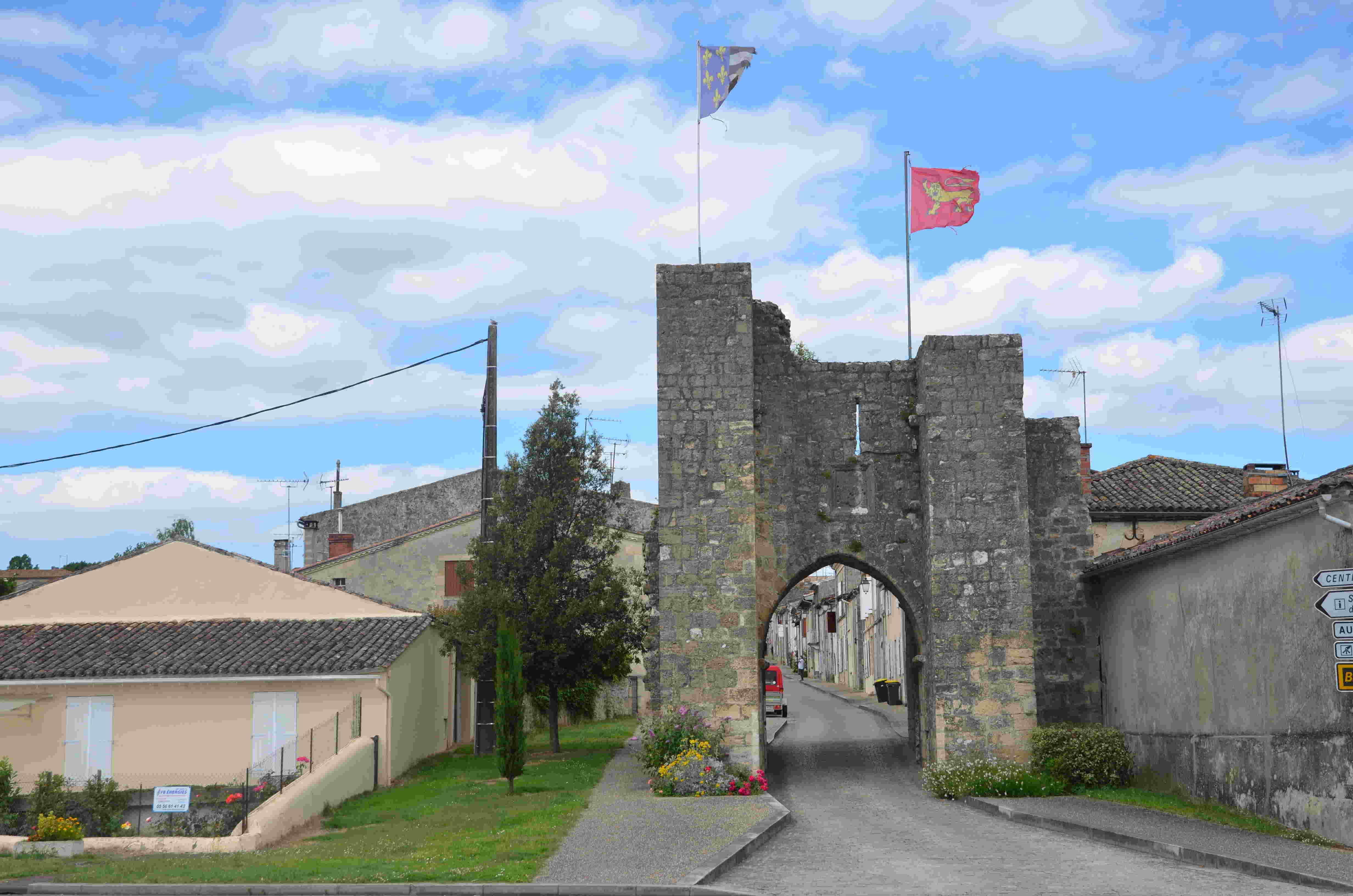 Porte d'entrée à Sauveterre-de-Guyenne