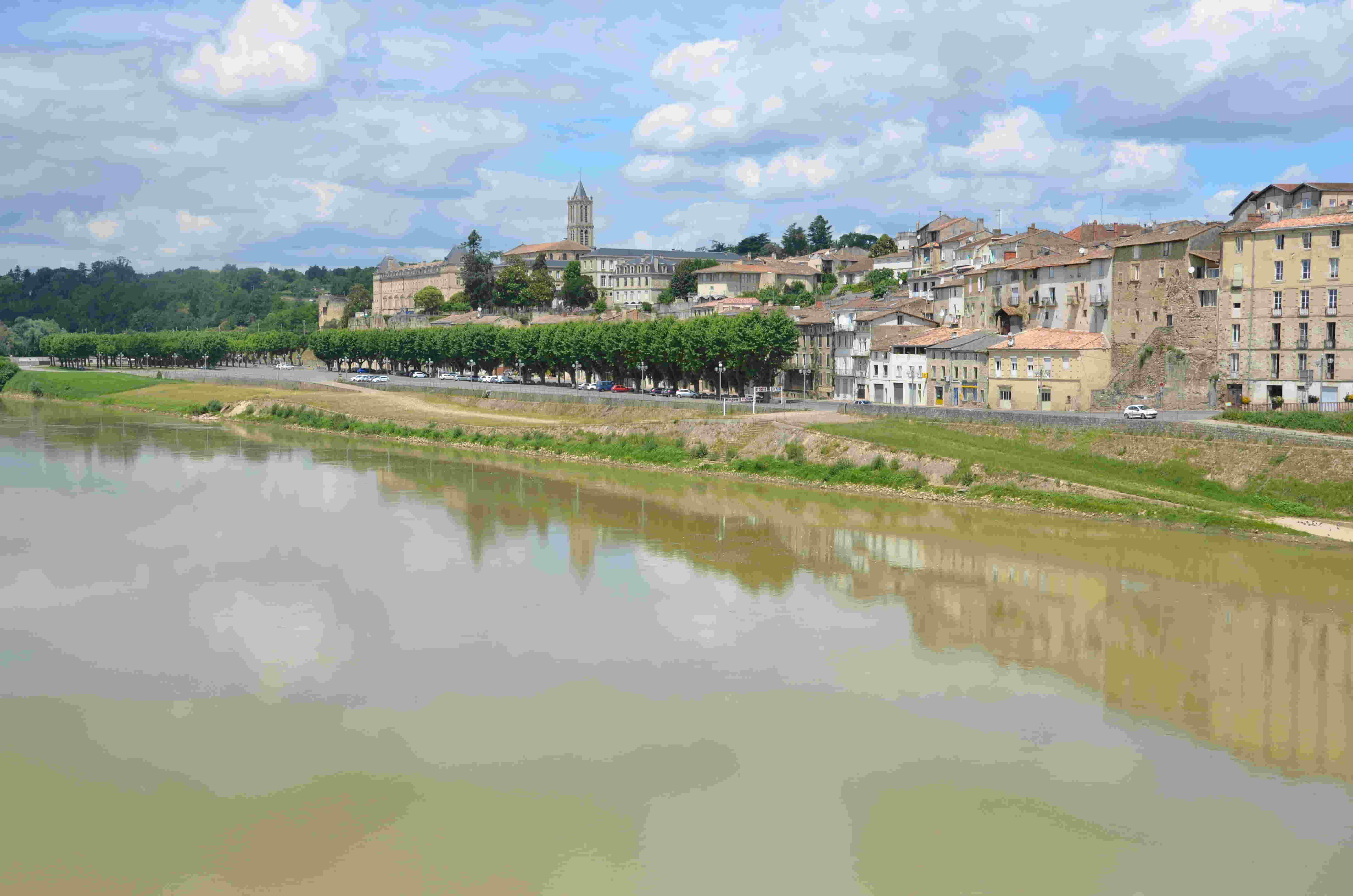 La Réole depuis le pont de Garonne