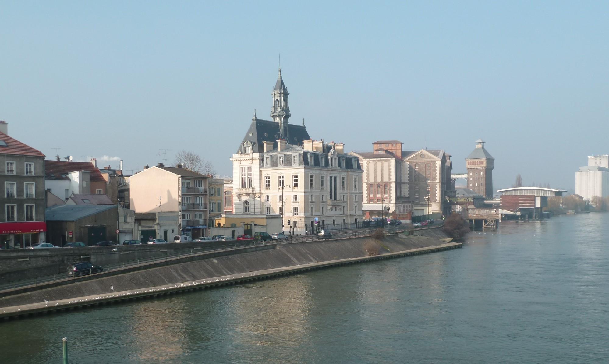 Vue sur Corbeil-Essonnes depuis le pont