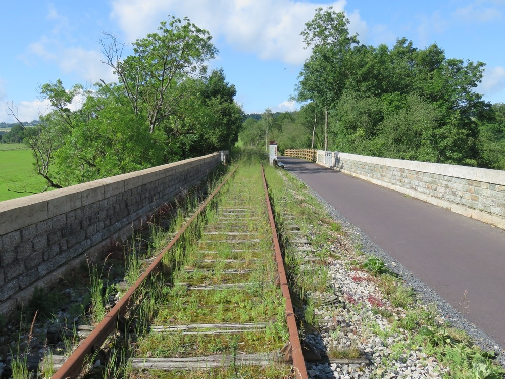 Pont enjambant l'Orne