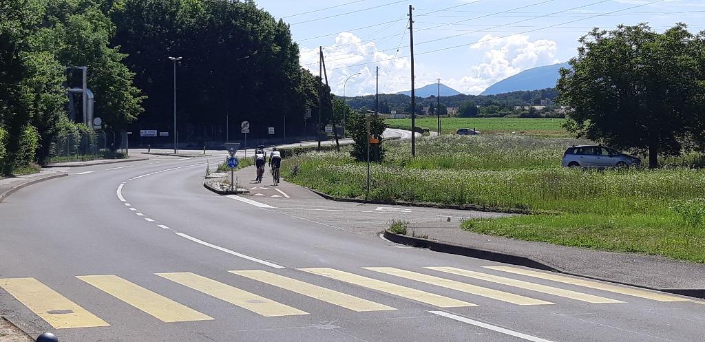 Courte piste cyclable à Aire-la-Ville (CH)