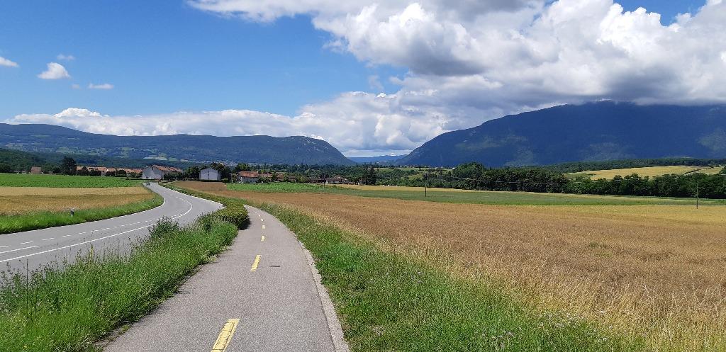 Courte piste cyclable au nord de Chancy